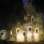 Kathedraal van Doornen muur verlicht.
