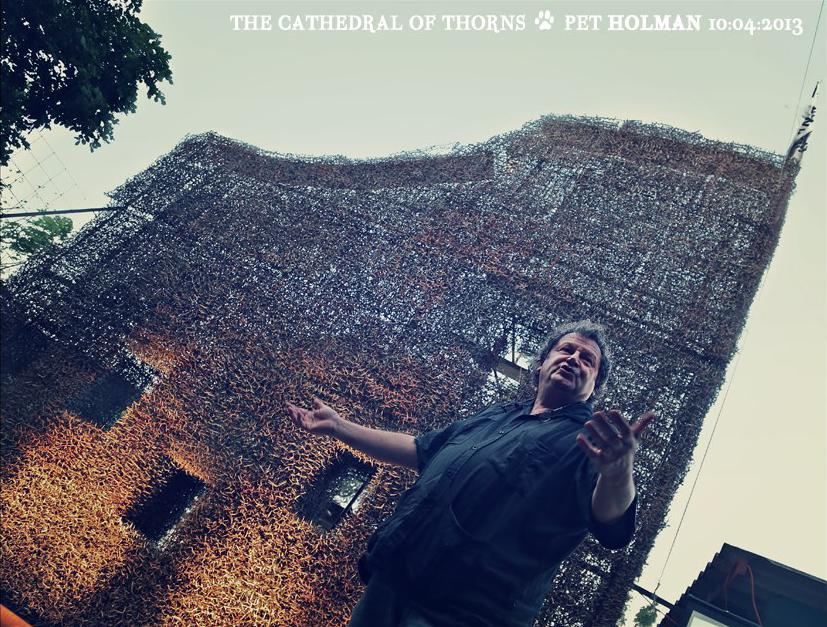 Herman van Bergen bij proefmuur - foto Pet Holman (2012)